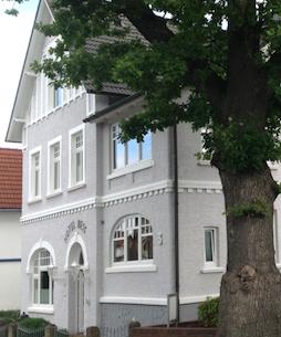 Hotel Bess Albersdorf | Haupthaus | Einbettzimmer, Zweibettzimmer, Wintergarten | Anklicken oder -tippen öffnet einen internen Link zu Informationen und Impressionen im aktuellen Fenster.